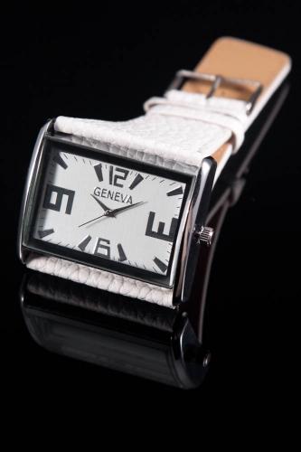 een prachtig dames horloge van Geneva