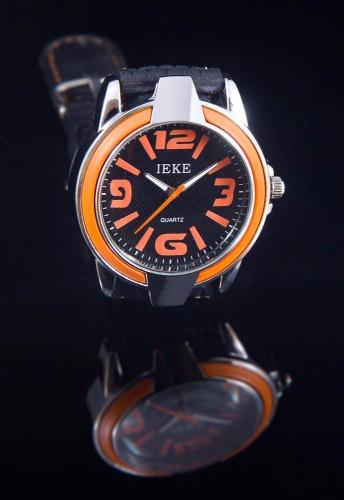 design sporthorloge met rubber band en oranje tinten